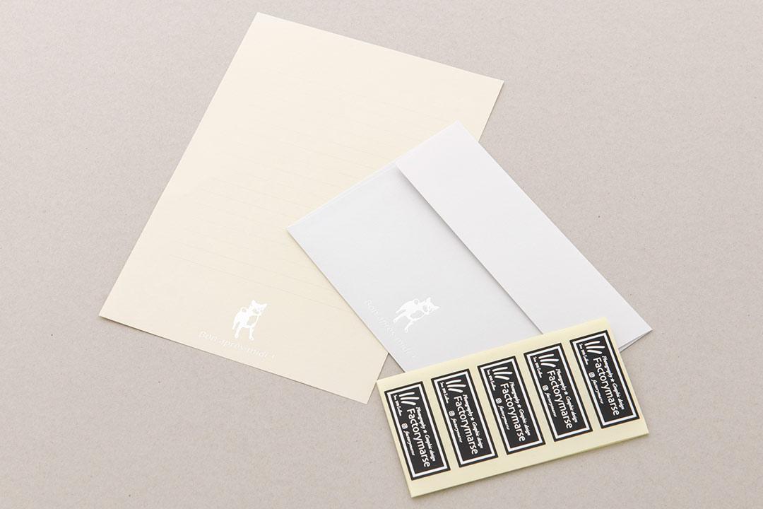 封筒の色:ライトグレーinホワイト<br>箔:つや消し銀箔