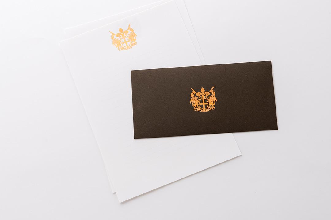 封筒の色:パールチョコレート封筒<br>箔:ピンクつや消し金箔121