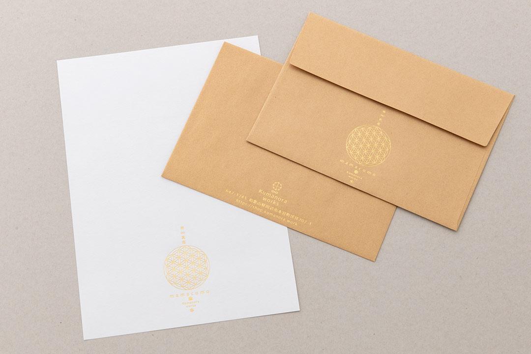 封筒の色:クラシッククラフトゴールド<br>箔:つや消し金箔111