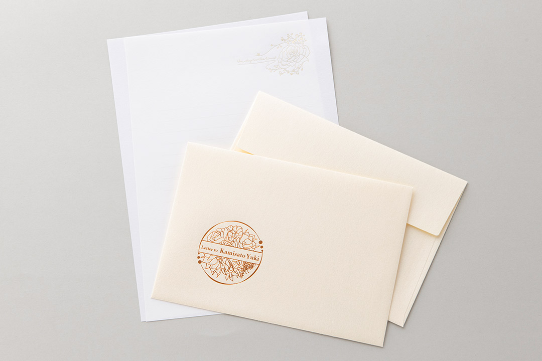 封筒の色:パールナチュラル封筒<br>箔:シルキーシャンパン箔・ピンクつや消し金箔121