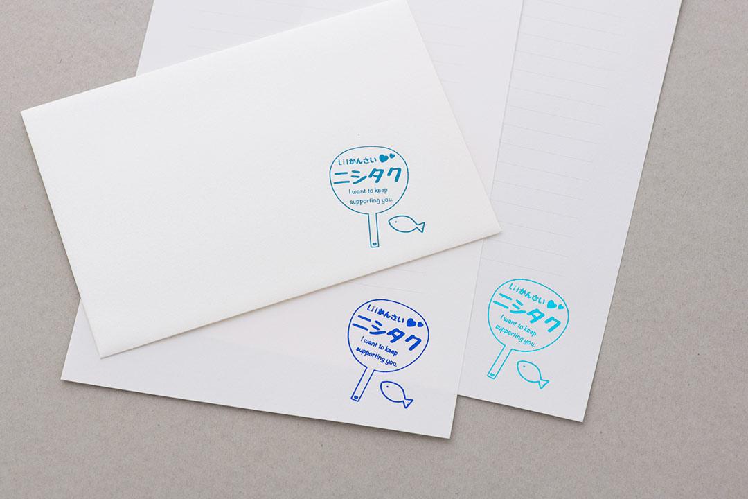 封筒の色:パールスノーホワイト<br>箔:シルキーコバルト箔・メタリック青箔・スカイブルー箔