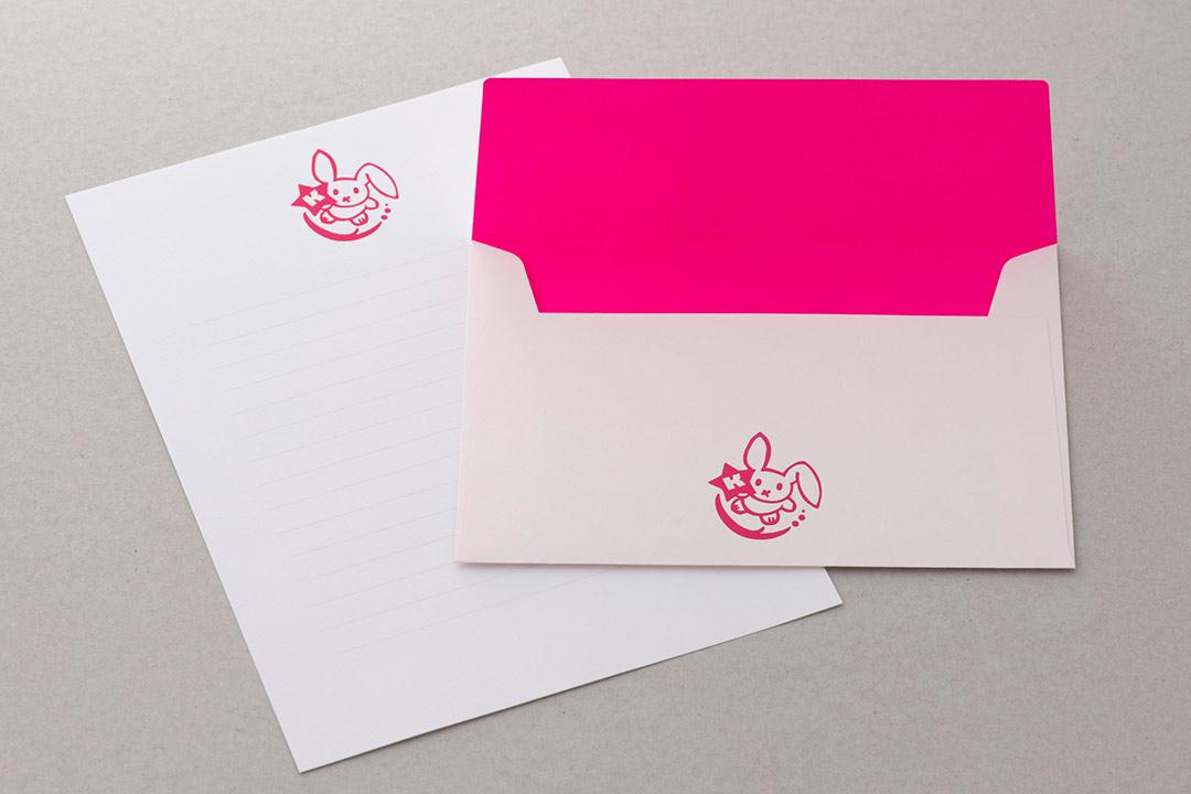 封筒の色:ネオンピンクinホワイト<br>箔:シルキーローズ箔