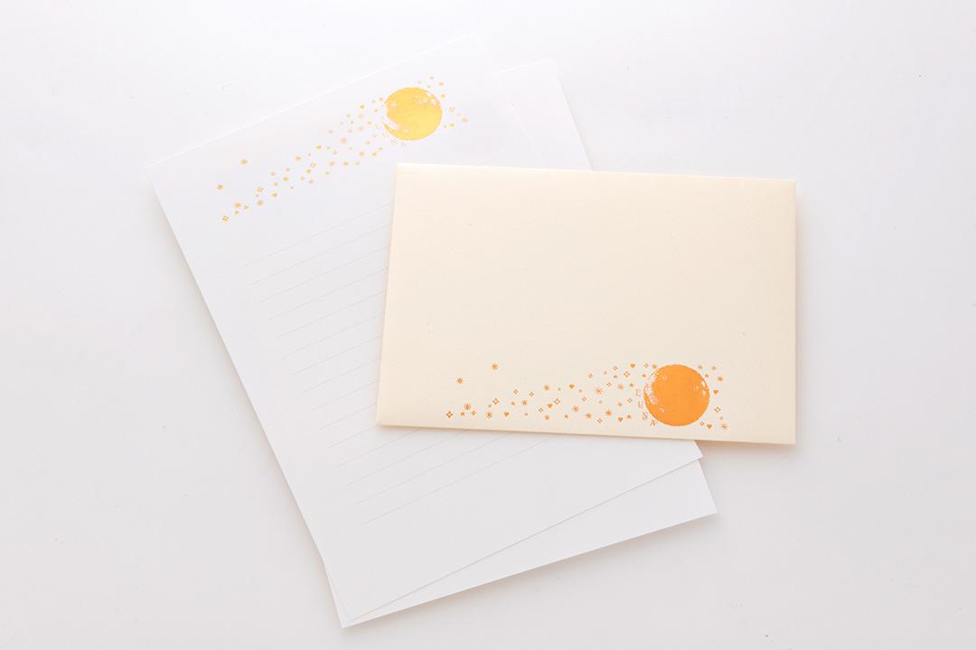 封筒の色:パールナチュラル<br>箔:ピンクつや消し金箔・つや消し赤金箔102